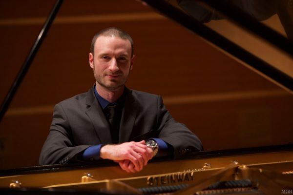 Jonathanatthepiano-600x400 Pianist Jonathan Chapman Cook to Perform Beethoven Sonatas