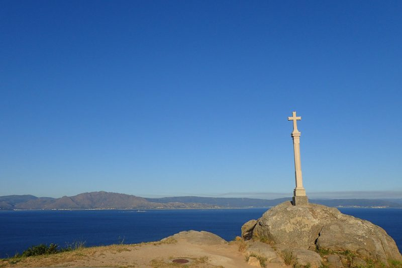 the-cross-at-the-lighthouse-at-the-end-of-the-Camino-de-Finisterre-800x533 'Grateful Every Step of the Way'