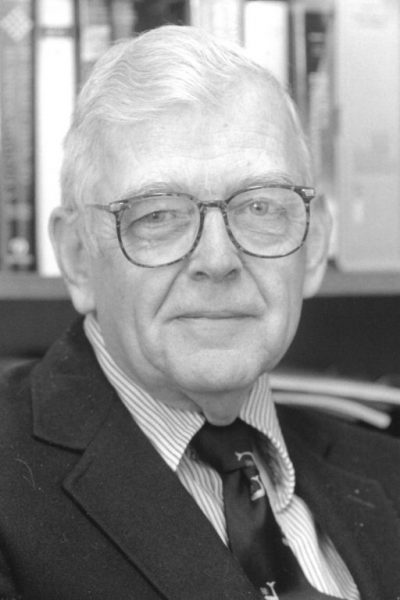 DeVogt-400x600 John DeVogt, Professor of Management Emeritus at W&L, Dies at 87