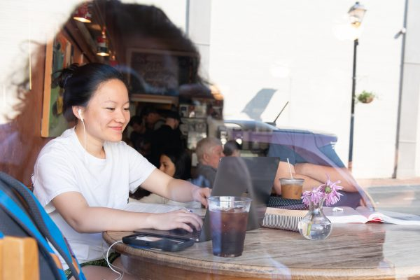 SOC051818_072-600x400 Maggie Ma '18 works in the Lexington Coffee Shop.